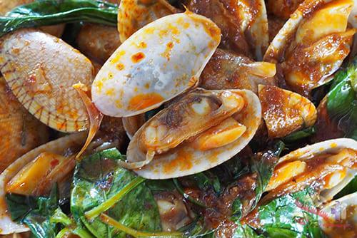หอยลายผัดน้ำพริกเผา1 - 辣椒酱炒蛤蜊